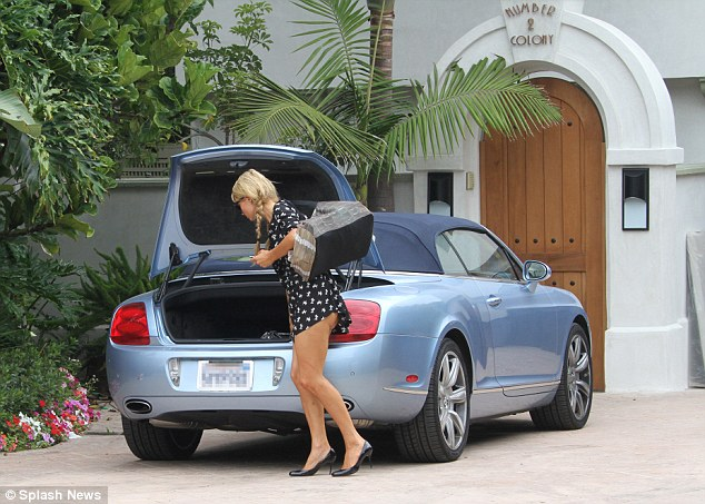 les stars en voiture une autre bentley continental gtc pour paris hilton auto au feminin. Black Bedroom Furniture Sets. Home Design Ideas