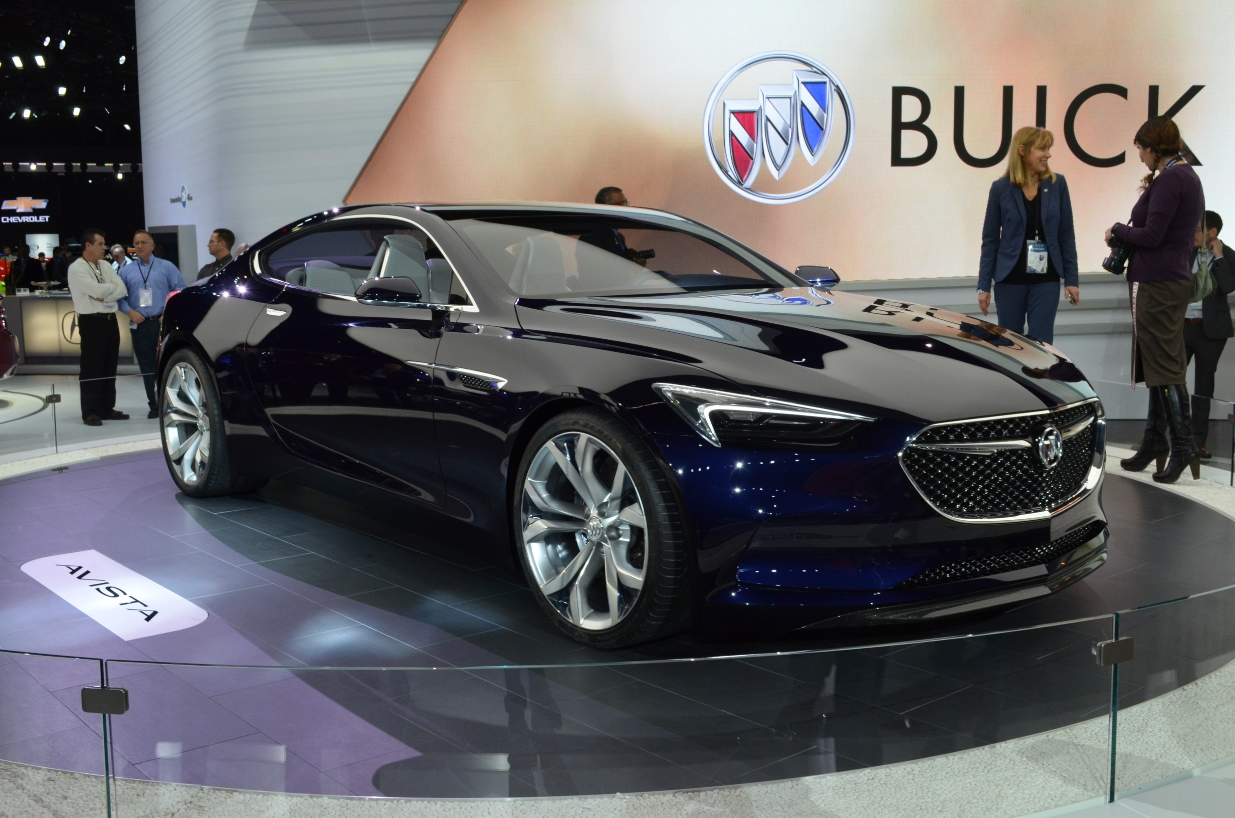 buick avista au salon de d troit oubliez la buick de grand papa auto au feminin. Black Bedroom Furniture Sets. Home Design Ideas