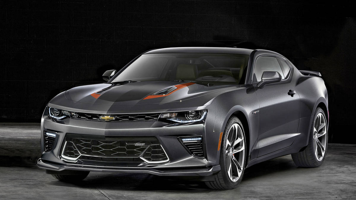 la chevrolet camaro f te ses 50 ans avec une dition sp ciale auto au feminin. Black Bedroom Furniture Sets. Home Design Ideas