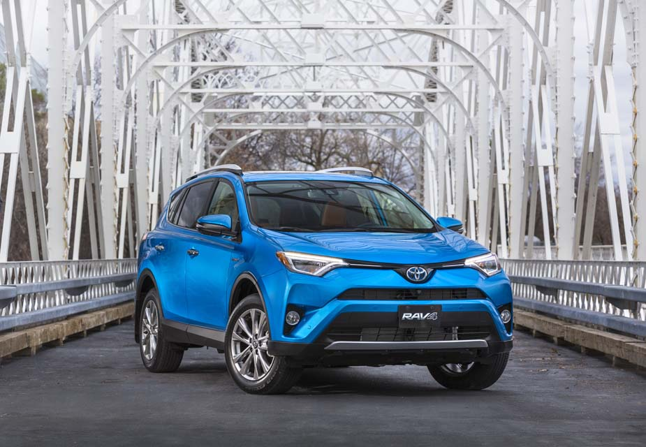 le toyota rav4 hybride 2017 nomm v hicule utilitaire cologique de l ann e par l ajac auto au. Black Bedroom Furniture Sets. Home Design Ideas