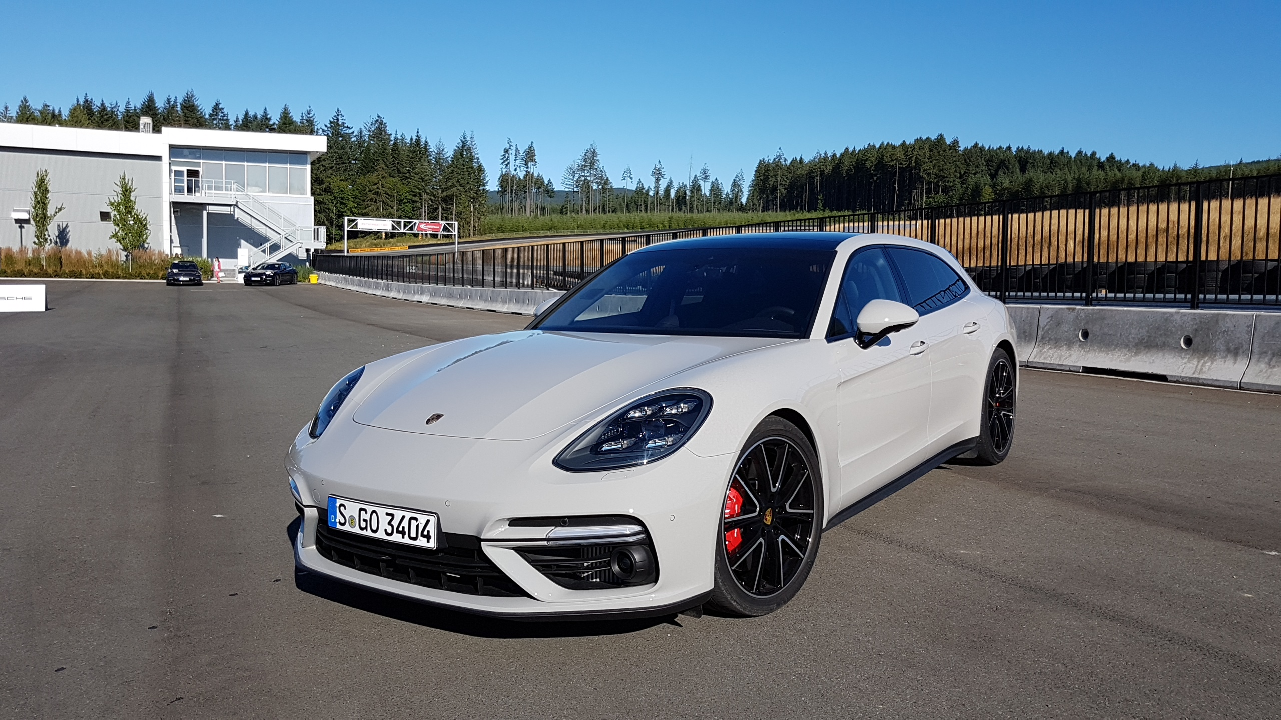 premier essai porsche panamera sport turismo 2018 auto au feminin. Black Bedroom Furniture Sets. Home Design Ideas